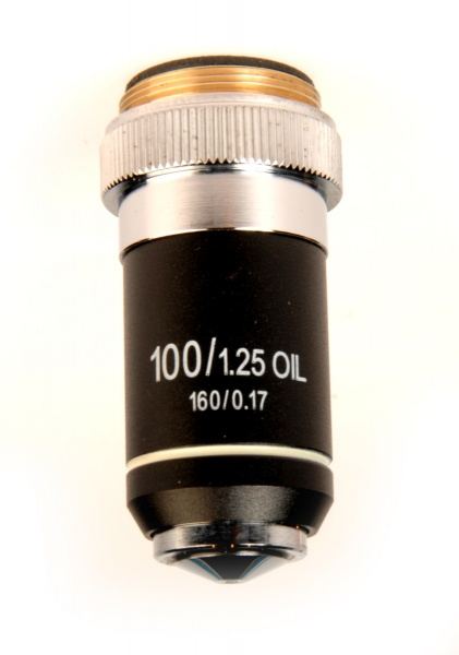 OM-100 x100R (1.25) Oil DIN objective*(*Accessory for Ultra-400LA only)